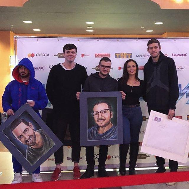 Вручение портретов для актеров шоу «Импровизация»